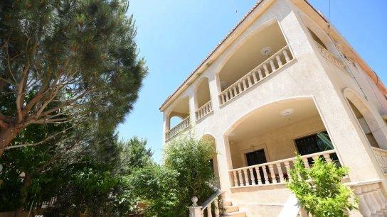 بالصور/ منزل مميز بمساحات غرف واسعة معروض للبيع في بنت جبيل