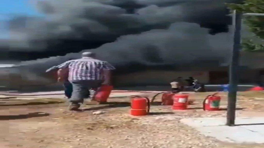 """اندلاع حريق هائل اليوم داخل مقر الكتيبة الماليزية العاملة في إطار """"اليونيفيل"""" في بلدة معركة"""