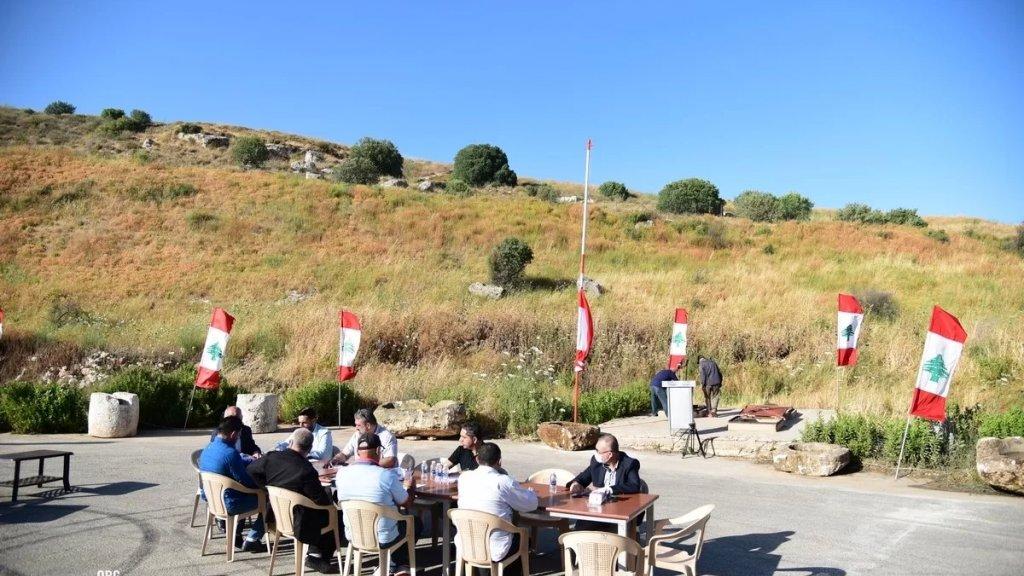 بالصور/ قرب بئر النبي شعيب... المجلس البلدي لبلدية بليدا الجنوبية يعقد جلسته على الحدود