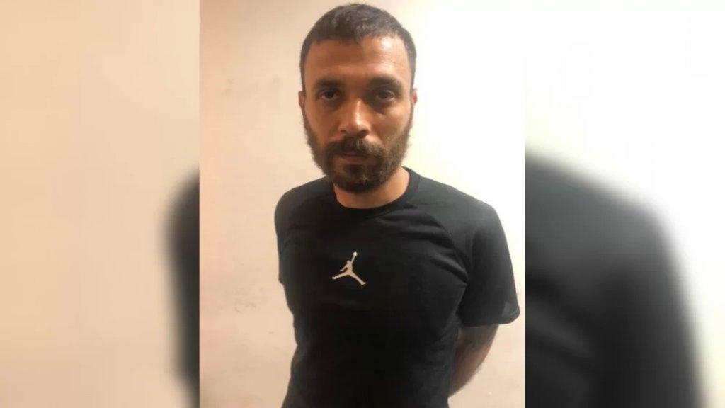 """يرتدي كمامة وقام بأكثر من 50 عملية نشل على متن دراجته النارية.. """"الشبح"""" وقع في قبضة شعبة المعلومات"""