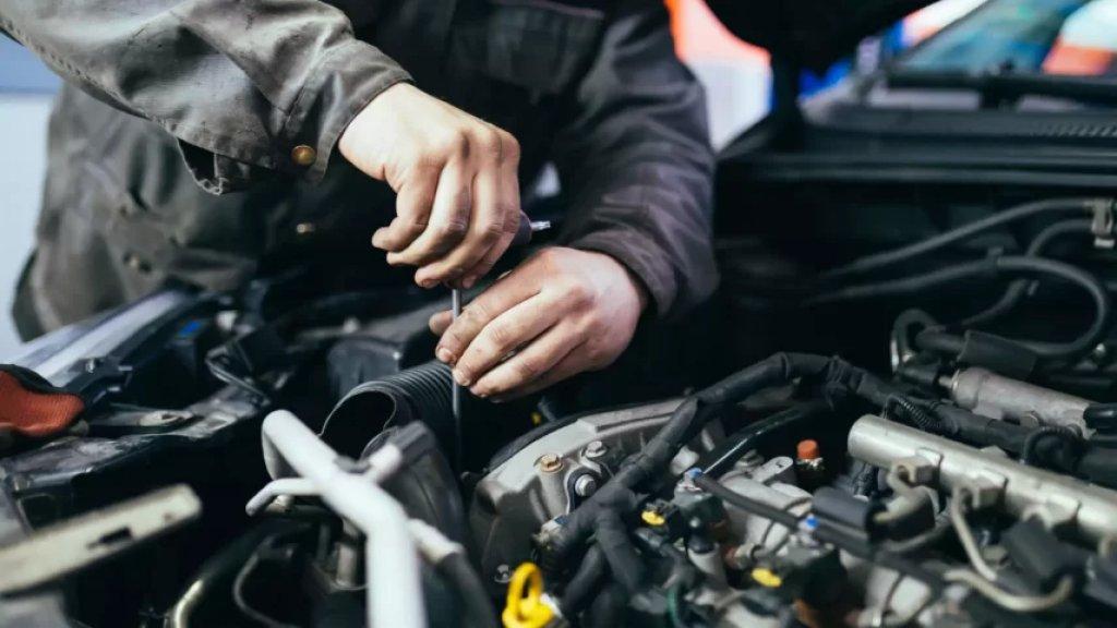 «التصليح لم يعد مزحة».. تغيير البطارية يكلّف راتب شهر كامل والسيارة تحوّلت إلى عبء على اللبناني