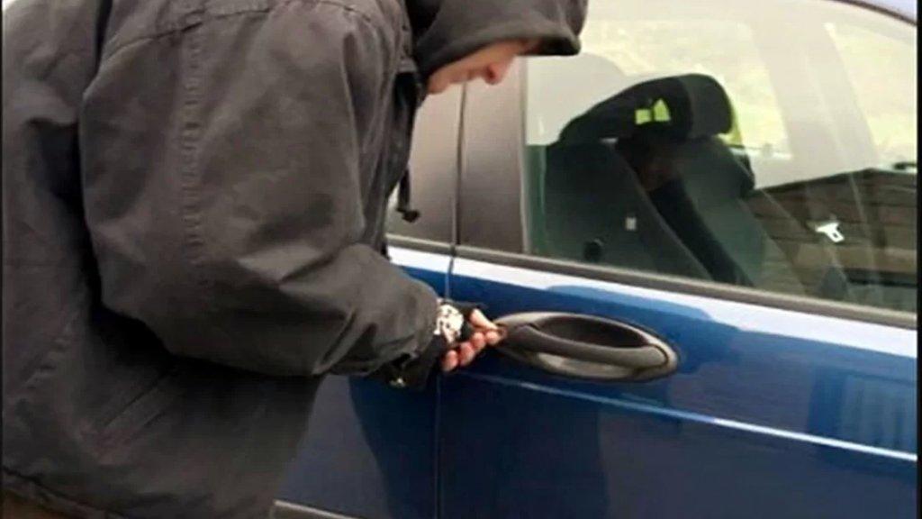 سرقة مخيفة في وضح النهار: قصد المستشفى للعلاج.. خرج ولم يجد سيارته!