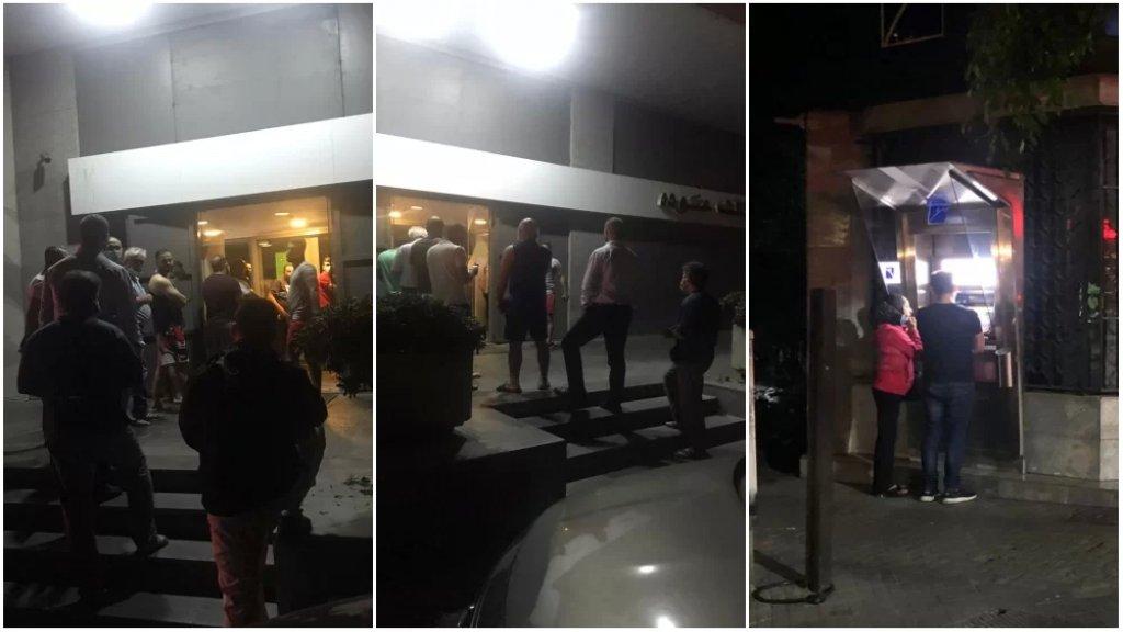 بالصور/ في مشهد يُضاف إلى طوابير لبنان.. المواطنون يصطفون لساعات متأخرة أمام الصرافات الآلية لسحب ما تيسّر!