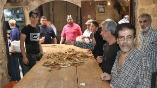 """طرابلس ما زالت أمّ الفقير: """"منقوشة بـ 500 ليرة  و10 أرغفة خبز بـ 1000 ليرة والرزقة على الله"""""""