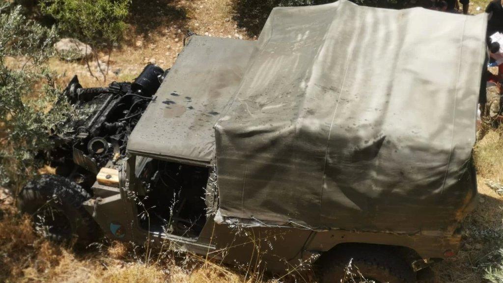 بالصور/ إصابة 6 عسكريين في انقلاب آلية عسكرية في عزقي ـ الضنية..  أحدهم بحالة خطرة