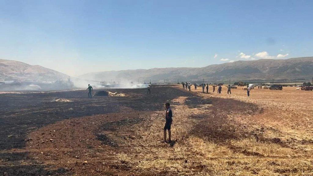 حريق هائل في سهول القمح بين غزة وجب جنين والدفاع المدني يعمل على اخماده