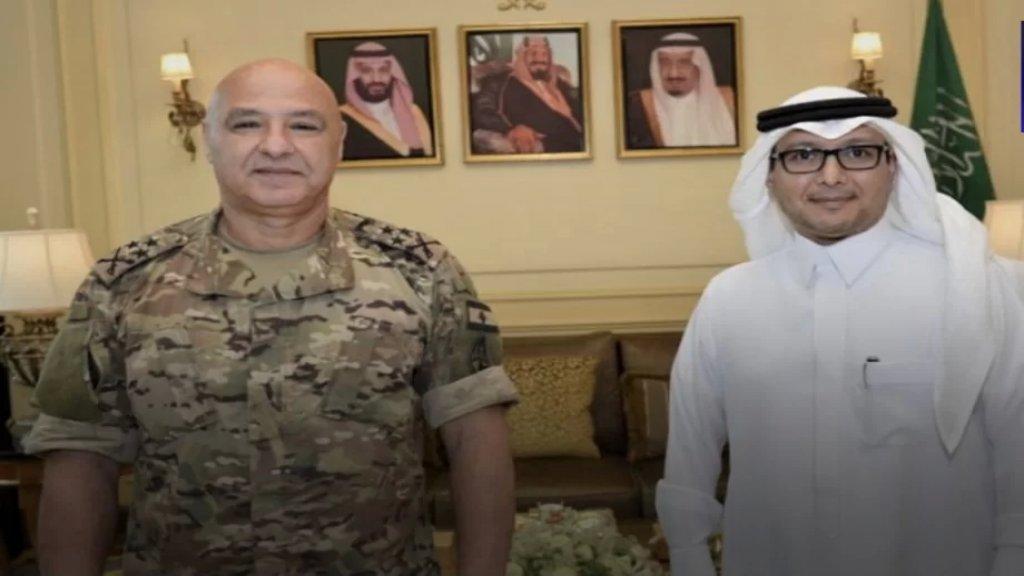 السفير السعودي وليد البخاري يستقبل قائد الجيش  في دارته في اليرزة