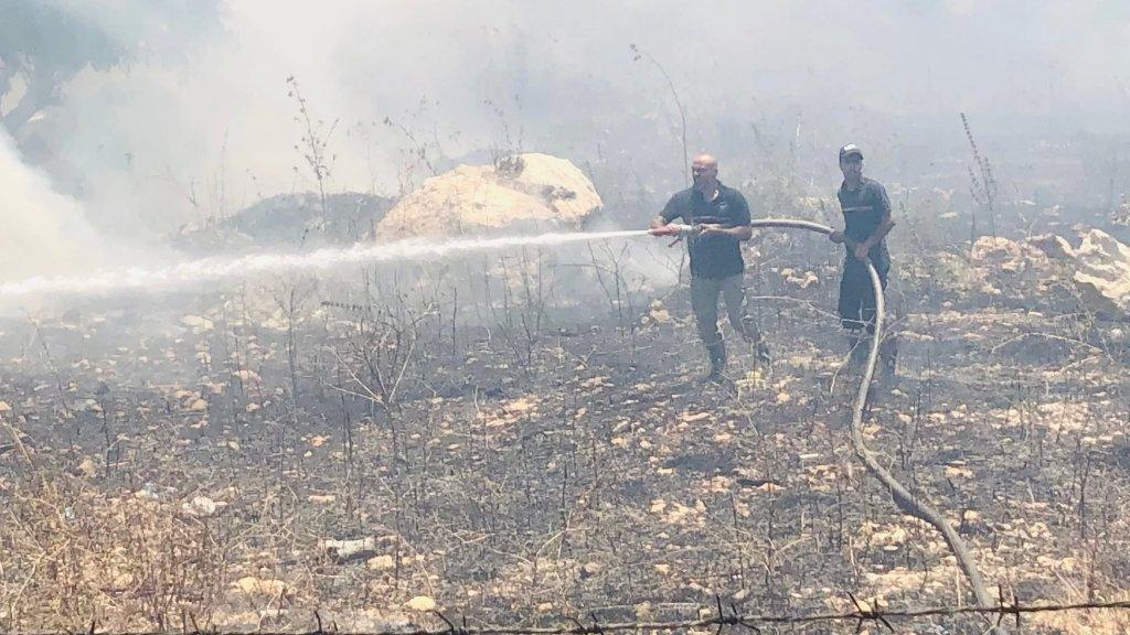 """اندلاع حريق في ميس الجبل على الحدود اللبنانية وفلسطين المحتلة منطقة كروم المراح، بإنفجار عدد من الالغام الارضية من المخلفات """"الاسرائيلية"""""""