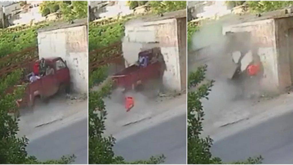 بالفيديو/ هكذا وقع الحادث المروّع على طريق ابلح الذي أوقع 11 جريحاً بينهم حالات حرجة... اصطدمت شاحنة صغيرة بحائط محال لتصليح السيارات!