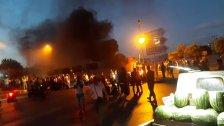 قطع طرقات ومسيرات في طرابلس ووقفات أمام منازل النواب طالبت باستقالتهم