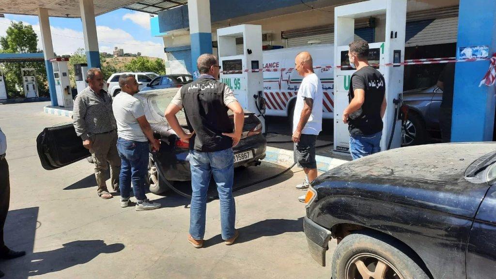 جولة للأمن العام على محطات الوقود لإلزامهم تزويد المواطنين بالبنزين