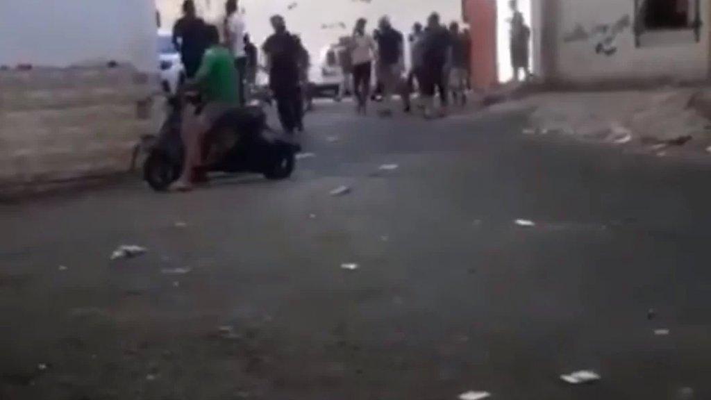 بالفيديو/ اشتباكات عنيفة  بالأسلحة الرشاشة تهزّ حارة الناعمة... والجيش يتدخل!