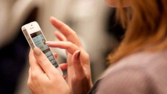في السعودية... عقوبة بالسجن وغرامة حوالي 133 ألف دولار في انتظار زوج تجسس على هاتف زوجته وتسبب في مشاكل لصديقتها!