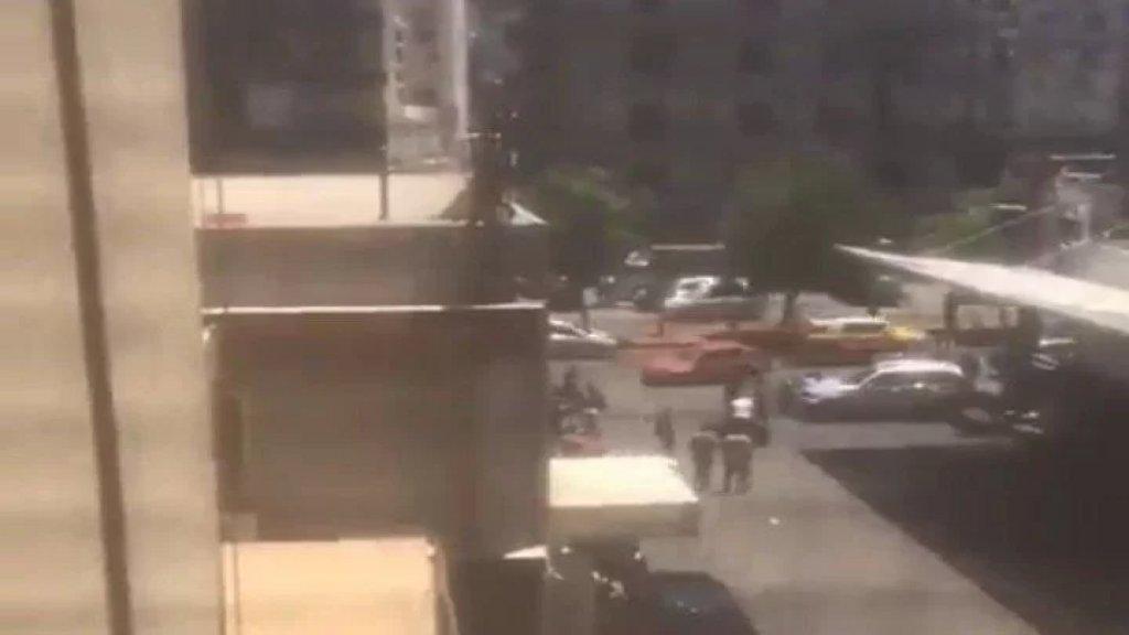 بالفيديو/ محطة في طرابلس شهدت إشكالاً تطوّر الى إطلاق نار وتضارب!