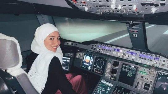 مايا غزال.. أول لاجئة سورية تصبح طيارة بعمر الـ22