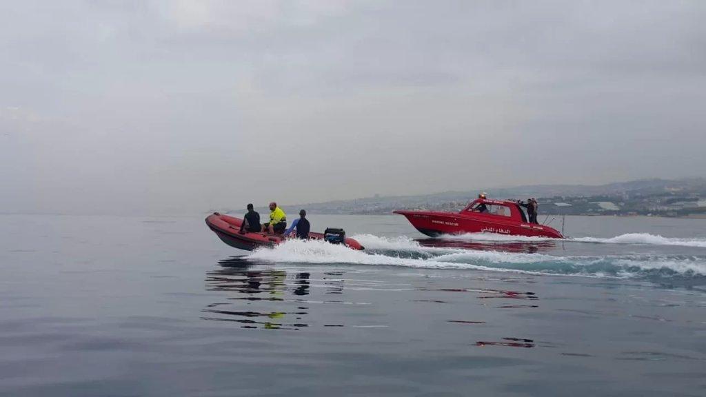 الانقاذ البحري تعمل على إنقاذ 17 شابا على يخت مقابل شاطئ صيدا