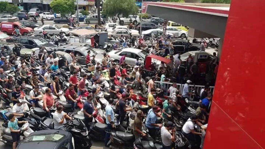 صور متداولة..مشهد الزحمة امام احد المحطات في طرابلس