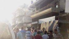 مجموعة من الشبان على طريق حلبا - مفرق بلدة ديردلوم عكار توقف شاحنة محملة بالحليب وتوزعه على المارة