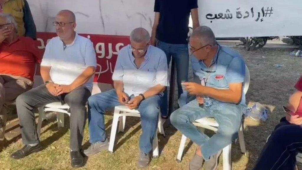 وصول النائب أسامة سعد إلى ساحة الشهداء في صيدا وسط تجمع مئات المتظاهرين استنكاراً للإعتداء على المتظاهرين من قبل القوى الأمنية وتضامناً مع الموقوفين