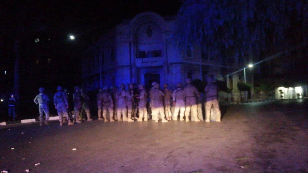 الجيش: إصابة 10 عسكريين بجروح أثناء تنفيذهم مهمة حفظ أمن في منطقة طرابلس