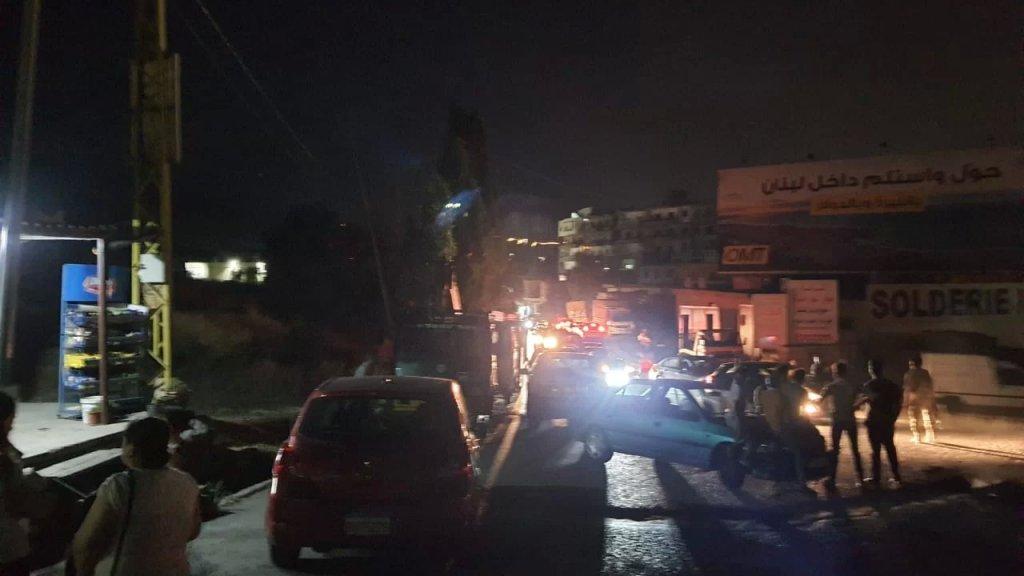 قطع طريق جديتا العالي من قبل محتجّين
