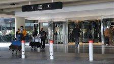 """حملوا في حقائبهم حتى الـ""""بنادول"""".. المغتربون الذين يقصدون لبنان لقضاء الصيف يهدون ذويهم الأدوية وحليب الأطفال!"""