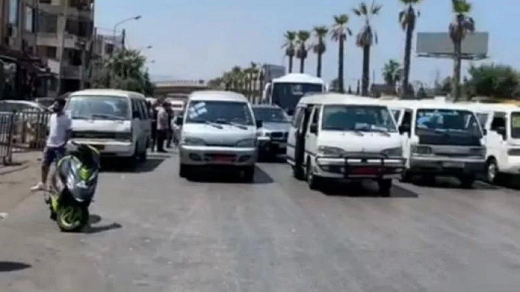 بالفيديو/ قطع طريق المطار بواسطة الفانات