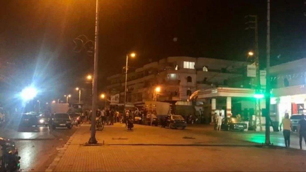 قطع الأوتستراد الدولي بين المنية وعكار عند مفرق بحنين احتجاجا على الأوضاع المعيشية