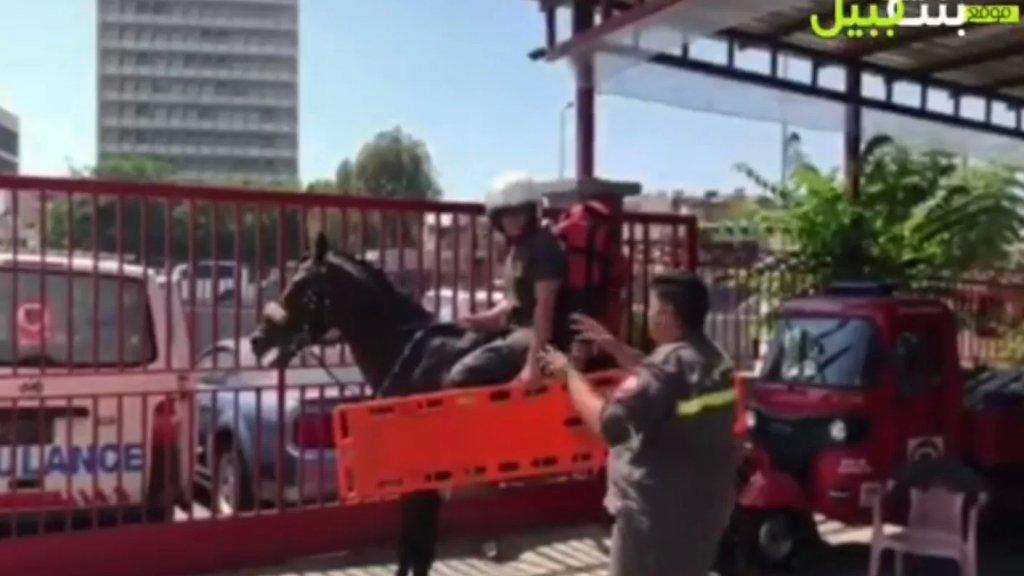 بالفيديو/ احتجاج تهكمي ليوسف الملاح ورفاقه في الدفاع المدني: ما بقي فيول عم نتدرب عالخيول!
