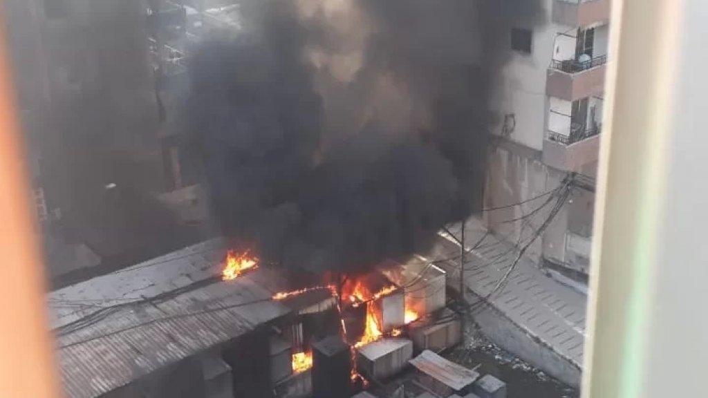 """""""أعمدة الدخان غطت سماء المنطقة""""... حريق كبير في مولدات كهربائية في ساحة القدس بصيدا!"""