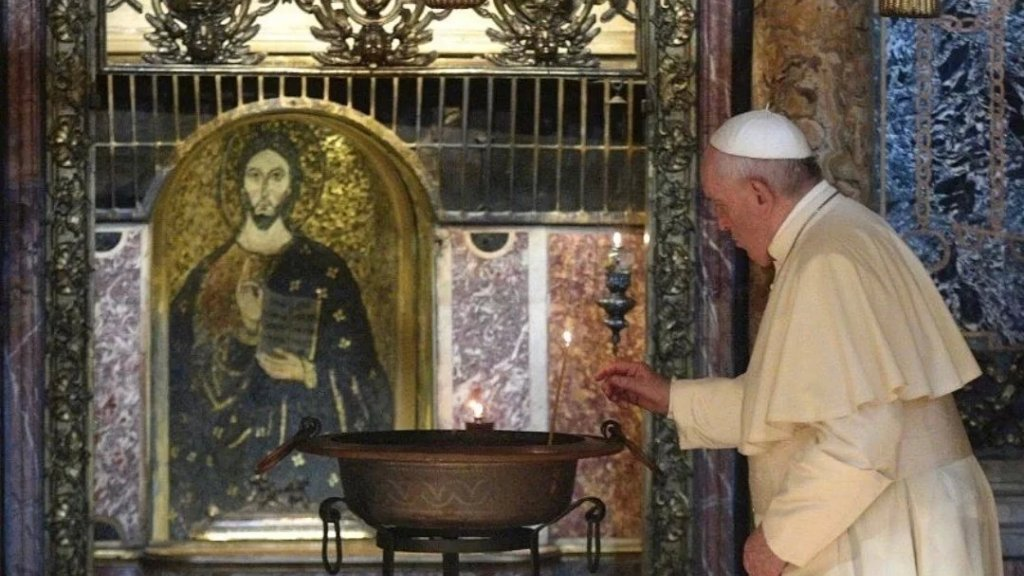 """البابا فرنسيس لـ """"اللبنانيين"""": لا تيأسوا ولا تفقدوا الروح بل ابحثوا في جذور تاريخكم عن الرجاء لتزهروا من جديد"""