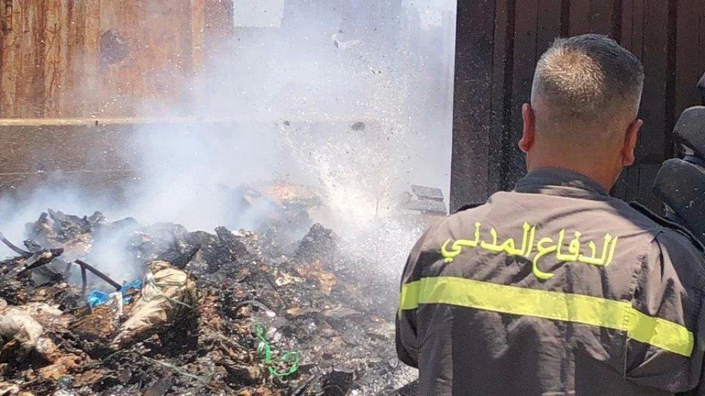 الدفاع المدني يُخمد حريقا في مرفأ بيروت! (صورة)