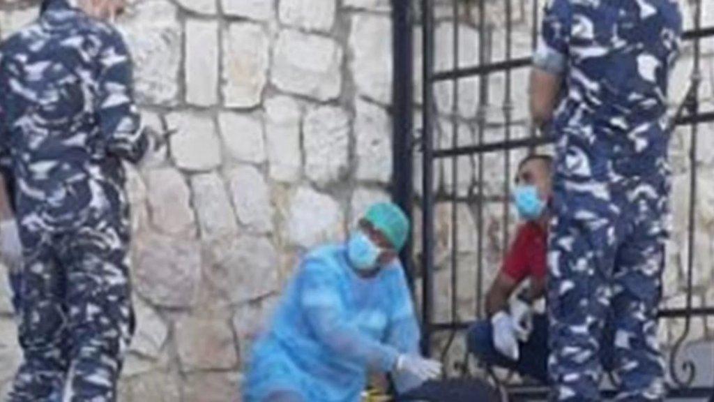 العثور على  جثة مواطن ( 45 عاما) مصابة بطلق ناري في الرأس أمام مدخل منزله في بلدة عين قانا