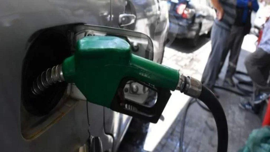 امن الدولة في صيدا يستدعي احد الاشخاص لفرضه خوة على مواطنين اثناء انتظارهم في الطوابير لتعبئة البنزين