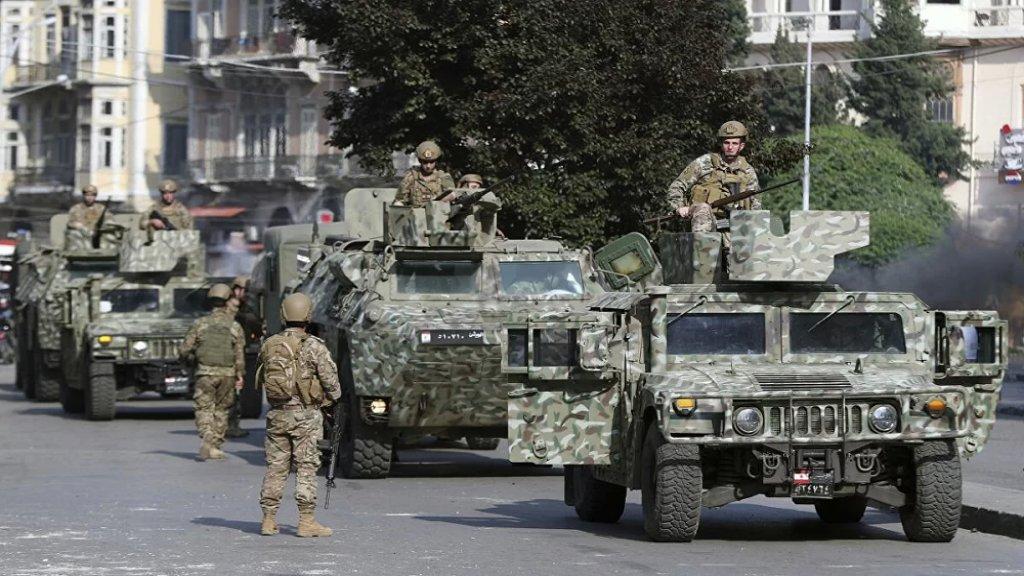 الجيش: توقيف 4 مواطنين و5 سوريين وفلسطيني، وضبط 5 آليات نوع فان و4 آليات نوع بيك أب جميعها محملة بـ5900 ليتر من مادة البنزين و5 أطنان من الخردة وكمية من الطحين والدخان والتنباك المعسل