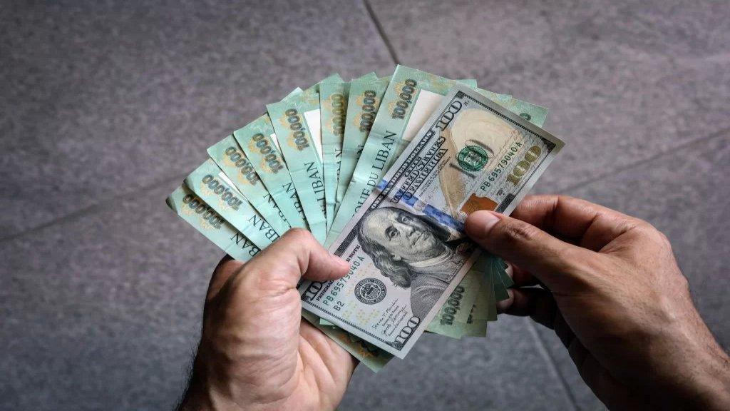 مرّة جديدة... دولار السّوق السوداء يتراوح ما بين 17900 و18000 ليرة لبنانية للدولار الواحد!