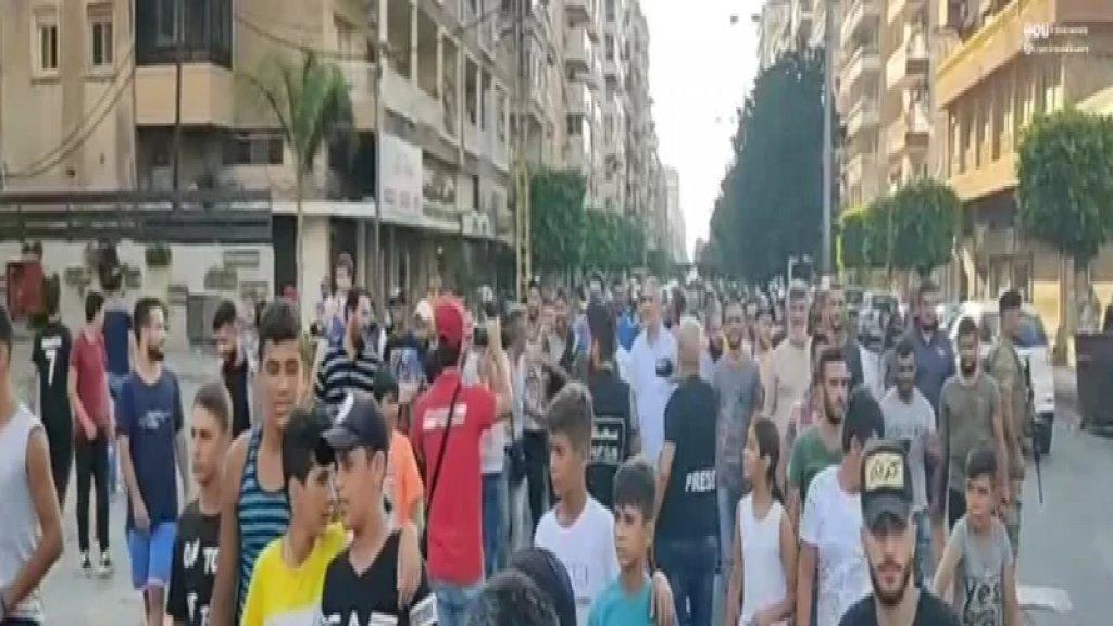مسيرة جابت شوارع مدينة الميناء احتجاجاً على الغلاء وارتفاع سعر صرف الدولار