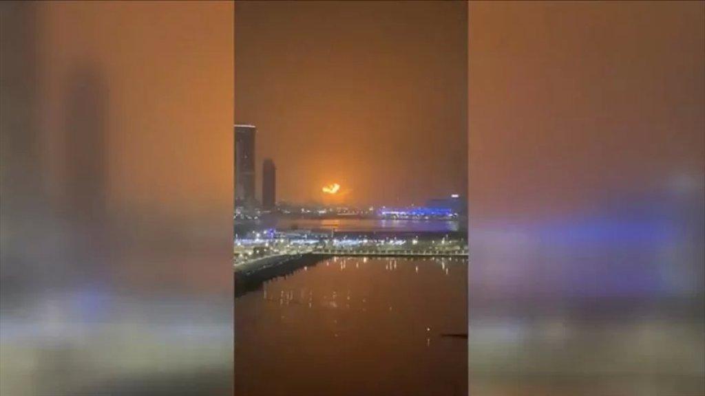 """سفينة سعتها 130 حاوية.. شرطة دبي: حريق """"جبل علي"""" ناجم عن مواد قابلة للإشتعال"""