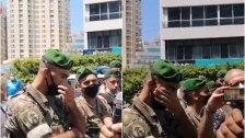 بالفيديو/ عنصر في الجيش اللبناني يبكي أثناء حديث والد أحد ضحايا انفجار المرفأ أمام قصر عين التينة