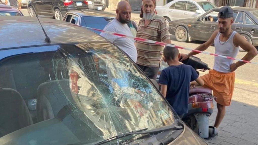 إشكال وإشهار سلاح على خلفية تعبئة وقود في طرابلس وتحطيم زجاج سيارة أحدهم! (لبنان 24)