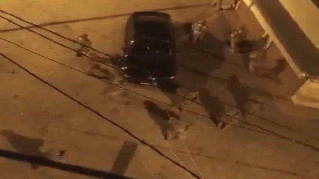 إشكال بين شبان على أفضلية تعبئة الوقود في وادي خالد وإصابة ابن صاحب المحطة بطعنة سكين في ساقه