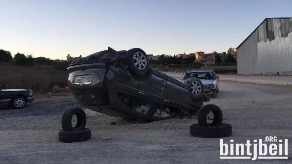 بالصور/  انقلاب سيارة قرب ملعب الامير في مدينة بنت جبيل والعناية الالهية حالت دون وقوع اصابات