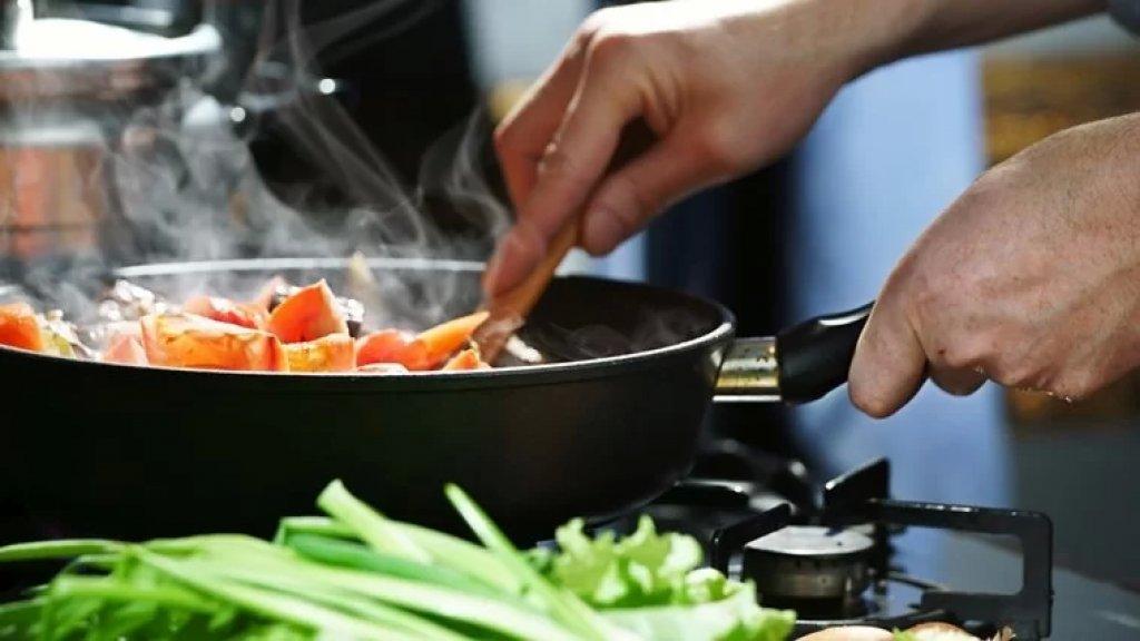 أكثر من نصف اللبنانيّين يكتفون بأقل من وجبتين يوميًا.. لا تشمل اللحوم والفواكه ومنتجات الألبان لغلاء أسعارها