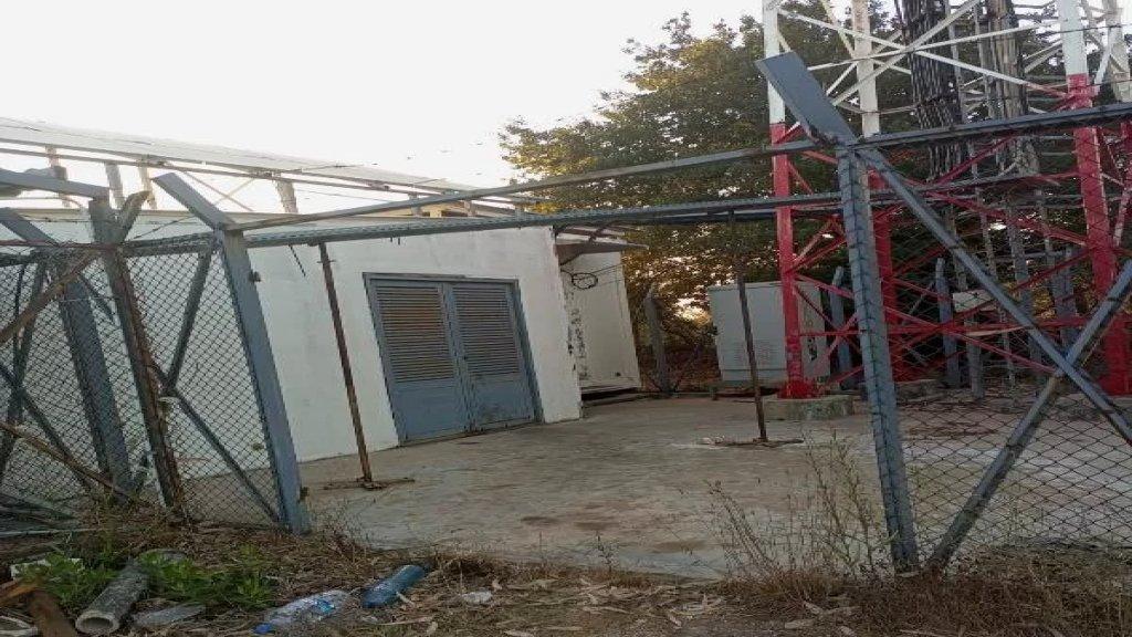 مجهولون سرقوا ليلا الباب الرئيسي لمحطة شركتي الاتصالات ALFA وTOUCH في محلة ضهر كفرنون في رماح - عكار عبر كسره وخلعه