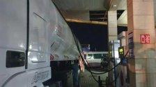 بالصور/ يهرّبون البنزين من محطة في الرميلة لبيعه بالسوق السوداء!