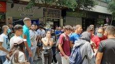 """طلاب قطعوا الطريق أمام منزل وزير التربية طارق المجذوب احتجاجا على """"اصراره اجراء الامتحانات الرسمية لطلاب الثانوية العامة"""""""