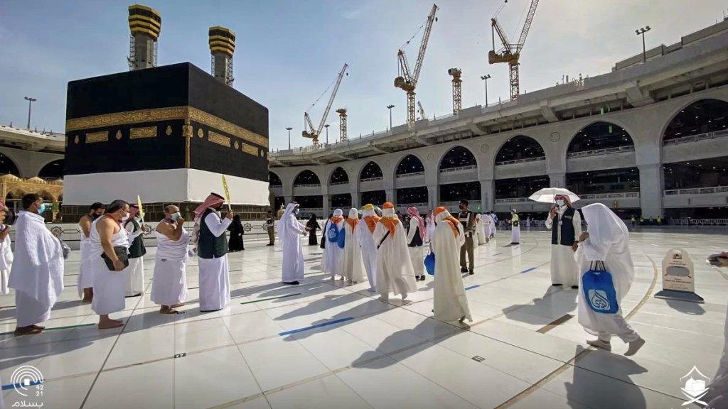 بالصور/ الحجاج يؤدون طواف القدوم والسعي تمهيداً لانطلاق مناسك الحج.. بمشاركة نحو 60 ألفًا فقط من المقيمين في السعودية