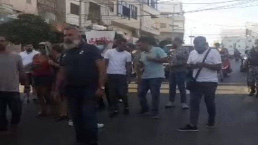 """تظاهرة في صور إحتجاجا على الأوضاع المعيشية تحت شعار """"صرخة في وجه الذل والفساد"""""""