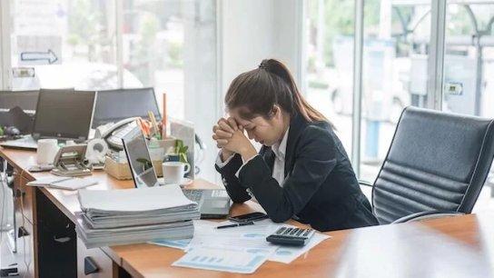 منظمة العمل تكشف: جائحة كوفيد-19 أضرت بالنساء أكثر من الرجال في ما يتعلق بفقد الوظائف!