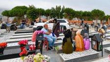 """صبيحة عيد الاضحى في بنت جبيل.. """"زحمة قلوب و ورود """" الى اضرحة الاحبة! - فيديو + صور"""